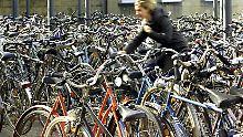 Untersuchung an Bahnhöfen: Stellplätze für Räder fallen krachend durch