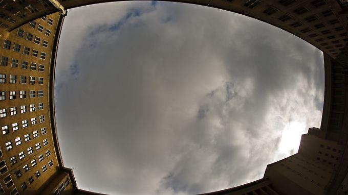 Über Berlin hingen teilweise dicke Wolken. Es waren allerdings normale Regenwolken, die Aschewolke ist vom Boden aus nicht zu sehen.