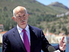 Macht sich auf nach Ithaka: Der griechische Ministerpräsident Papandreou bei seiner Fernsehansprache.