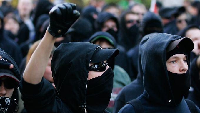 Vermummte Gesichter sind auf Demonstrationen eigentlich verboten.