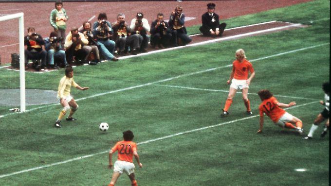 Im WM-Finale 2010 wird es, wenn man dem DFB glauben darf, eine Neuauflage des Endspiels von 1974 geben.