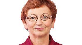 Mit an Bord: Die Linken-Abgeordneten Inge Höger ...