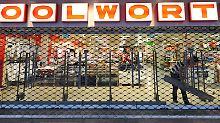 In vier Wochen ist in mindestens 140 Filialen Übergabe: Die Mehrheit der Woolworth-Mitarbeiter bekommen neue Verträge - für immerhin ein ganzes Jahr.