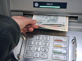 """Konto überzogen? So entsteht neues Geld, """"Giralgeld"""". Dieses Geld wird frei geschöpft, Staat und Zentralbank haben keine Kontrolle darüber."""