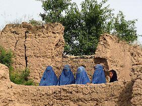 Das Land mit neuen Augen sehen: Frauen im Distrikt Dar-Qad in der Provinz.