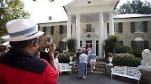 Touristenschwärme in Graceland,  Tennessee, USA: Daruaf hofft Randers, Dänemark, auch.