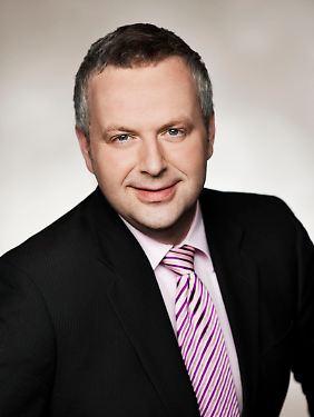 Seit 2006 kommentiert Frank Meyer für die Telebörse das Börsengeschehen auf dem Frankfurter Parkett. Auf seinen Blogs www.rottmeyer.de und www.metallwoche.de schreibt er über den alltäglichen Wahn und Sinn an den Finanzmärkten.