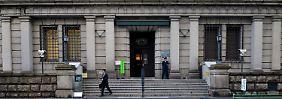 Abe will schnell billiges Geld: BoJ beugt sich dem Druck