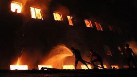 Großbrand in Bangladesch: Über 100 Arbeiter sterben in Fabrik