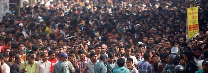Proteste in Dhaka - am Dienstag haben die Textilarbeiter frei.