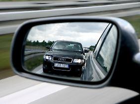 Je Schneller ein Fahrer unterwegs ist, desto schneller muss er den erforderlichen Sicherheitsabstand wiederherstellen.