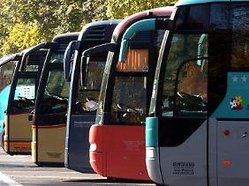 Es ist allgemein bekannt, dass man sich auch in Reisebussen anschnallen muss.