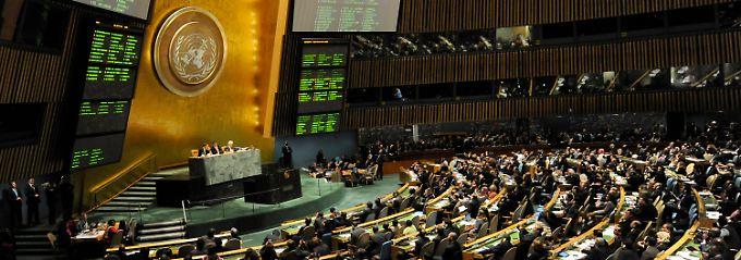 Vollversammlung in New York: 138 der 188 UN-Mitglieder stimmen für eine solche Anerkennung als Staat, nur neun dagegen. Deutschland und 40 weitere Staaten enthalten sich.