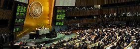 Vollversammlung in New York: 138 der 193 UN-Mitglieder stimmen für eine solche Anerkennung als Staat, nur neun dagegen. Deutschland und 40 weitere Staaten enthalten sich.