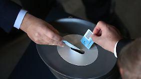 """""""Können Griechen nicht im Stich lassen"""": Bundestag stimmt weiteren Hilfen zu"""