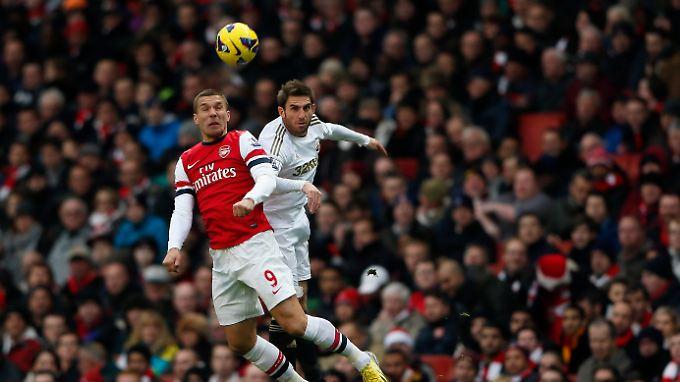 Lukas Podolski, nach seiner Krankheit unter der Woche wieder fit, wurde in der 67. Minute ausgewechselt.