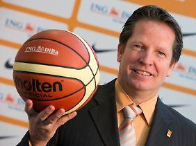 Mit Basketbällen kennt sich Frank Menz bestens aus, mit Deutschlands Basketballern bald auch.