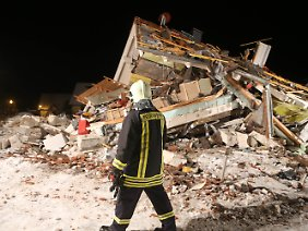 Nach der Gasexplosion liegt das Einfamilienhaus in Trümmern.