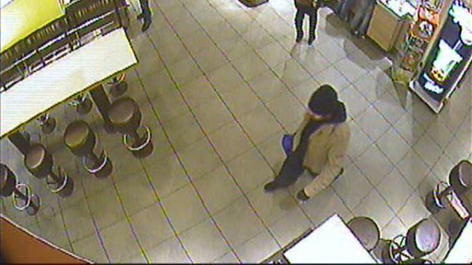 """Bomben in Bonn """"hochgefährlich"""": Video zeigt Verdächtigen mit Tasche"""
