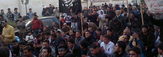 Proteste gegen das Assad-Regime in Binsh, in der Nähe der umkämpften Stadt Idlib.