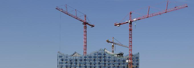 Auf Hamburgs berühmtester Baustelle soll nun im Sommer 2016 das letzte Gerüst und der erste Vorhang fallen.
