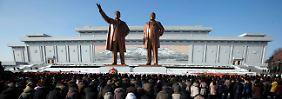 """""""Sehnsucht nach seinem sonnigen Lächeln"""": Pjöngjang weint Kim Jong Il nach"""