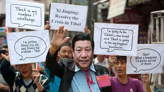 Immer wieder demonstrieren Tibeter gegen die Kontrolle Chinas.