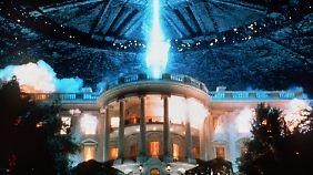 """Nochmal Roland Emmerich: In """"Independence Day"""" greifen Aliens die Erde, will sagen: die USA an, sie haben aber nicht mit Will Smith gerechnet."""