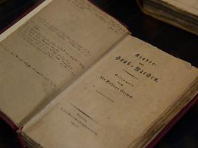 """Die erste handschriftliche Auflage der """"Kinder und Hausmärchen"""" der Brüder Grimm aus dem Jahr 1812."""