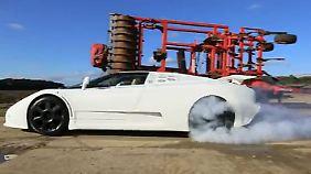 Ein Burnout mit dem Bugatti EB 110 SS sieht spektakulär aus.