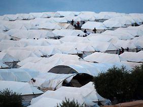 Die Zahl der Flüchtlingen in Nachbarländern wie der Türkei geht in die Hunderttausende.