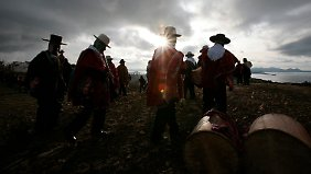 Maya oder Maya-Doubles begrüßen die neue Ära in Bolivien.