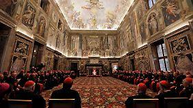 Benedikt XVI. beim Empfang in Vatikan.