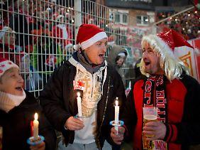 Für sie ist Union Kult. Da ist es selbstverständlich, im Stadion auch Weihnachtslieder zu singen.