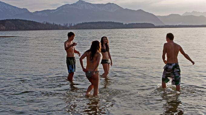 Ein kurzes Bad im Chiemsee? Keine Mutprobe bei 18 Grad.