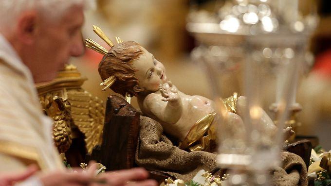 Der Papst und das Jesuskind.