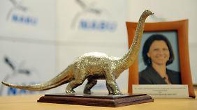 Umwelt-Dinosaurier 2012 für Ilse Aigner. Die Geehrte war bei der Auszeichnung nicht zugegen.