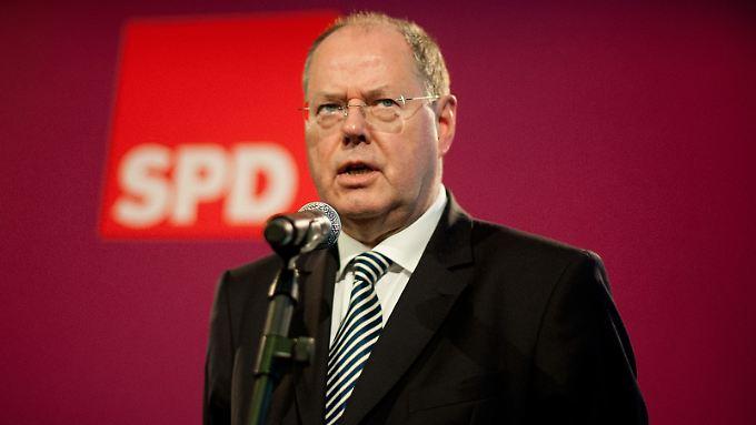 Peer Steinbrück wird die Debatte um seine Nebeneinkünfte nicht so recht los.