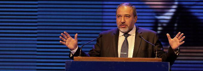 Lieberman sieht die Anklagepunkte als unbegründet an.
