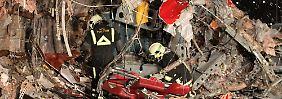In den Überresten der Maschine suchen die Experten nach Hinweisen auf die Absturzursache.