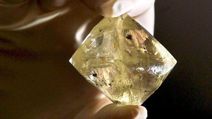 Ein ungeschliffener Diamant mit einem Rohgewicht von 616 Karat - in Brasilien werden jedoch hauptsächlich Halbedelsteine exportiert.