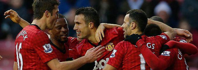 Glückwunsch: Robin van Persie und seine Kollegen von Manchester United feiern in Wigan.