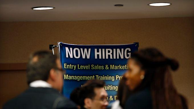 Chancen für alle, die Jobs suchen: Die Konjunkturerholung erreicht den Arbeitsmarkt.