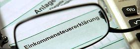Grundlage der Besteuerung ist das Gesamteinkommen - also Lohn plus Nebeneinkünfte, Mieteinnahmen und Einnahmen aus Geldanlagen.