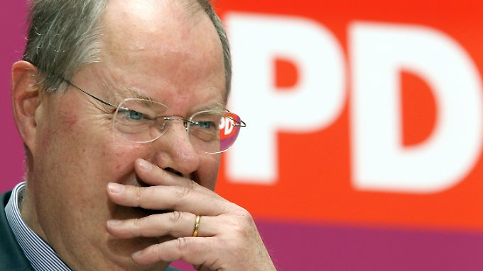 Von einem Fettnäpfchen ins nächste: SPD-Kanzlerkandidat Peer Steinbrück.