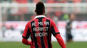 Kevin-Prince Boateng und der AC Mailand belassen es nicht bei Worten im Kampf gegen Rassismus. Der Fifa schmeckt das nicht.