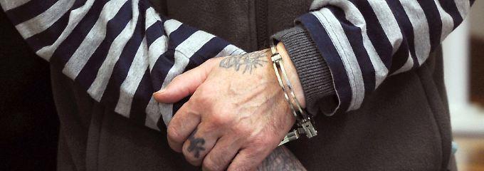 F. verbüßt bereits wegen eines anderen Mordes eine lebenslange Haftstrafe.