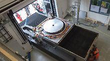 Weltweit größte Optikmaschine: Präzise Teleskopspiegel im Bau