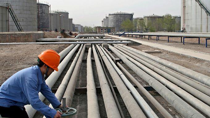 Wächst Chinas Wirtschaft, steigt auch der Ölbedarf und damit die Nachfrage und die Preise.