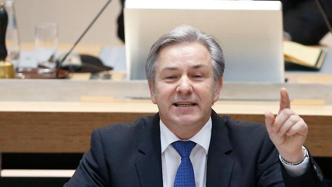 Debatte über Misstrauensantrag: Wowereit lehnt Rücktritt ab